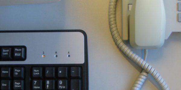 desk-1238084-768×1024